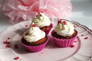cupcakes chantilly et pétales de rose - La fabricamania