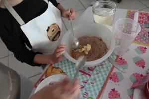 préparation des petits gâteaux au chocolat