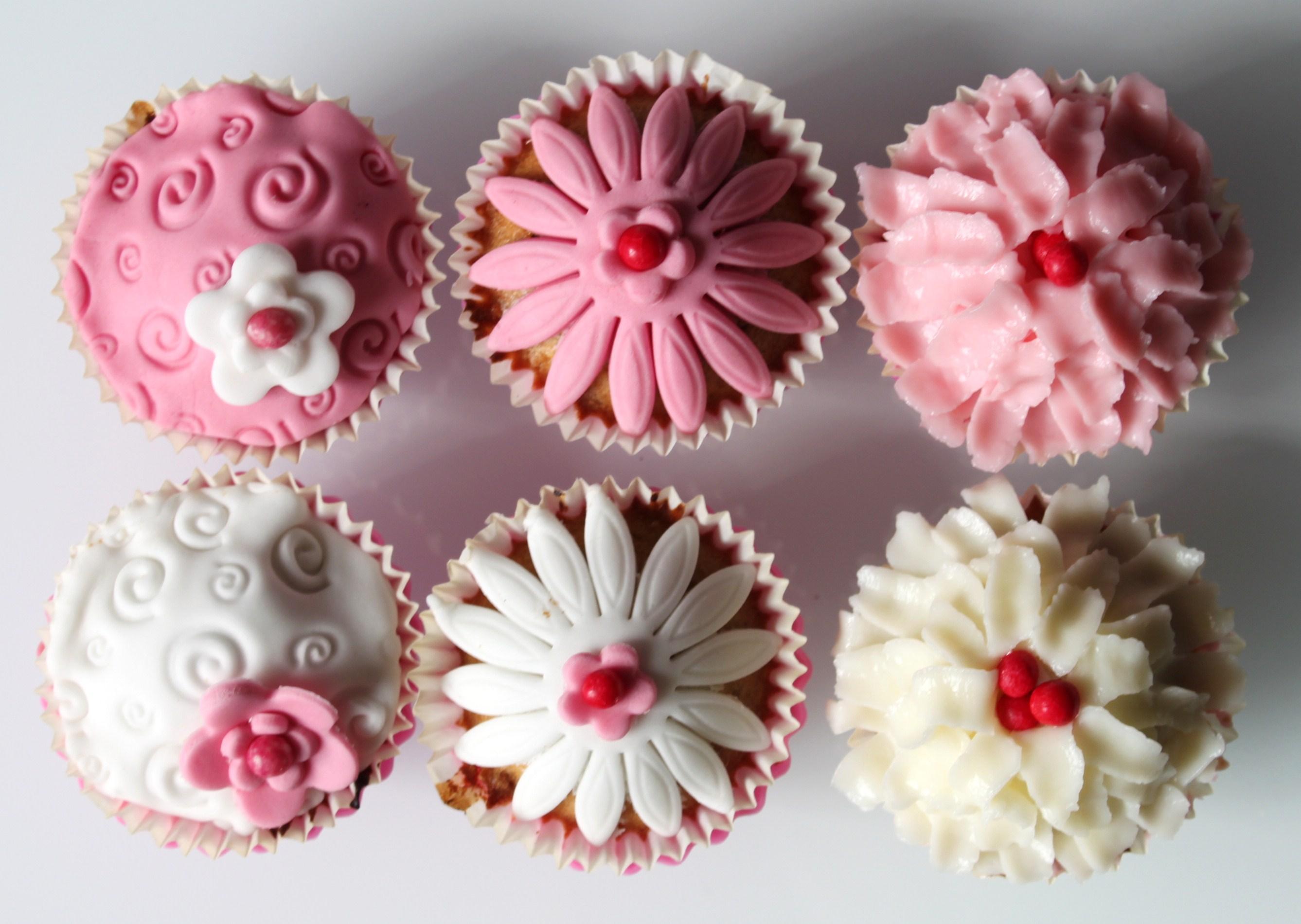 cupcakes design rose la fabricamania With commentaire faire la couleur bleu 15 cupcakes design rose la fabricamania