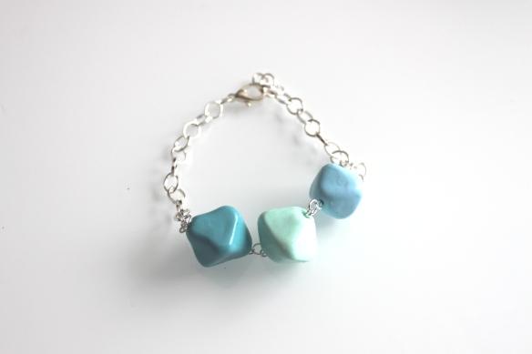 barcelet fimo bleu pale