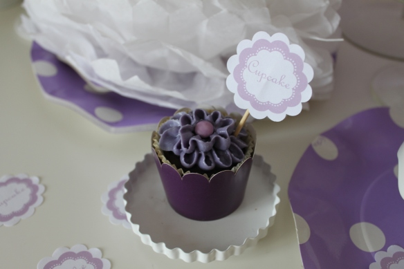 cupcake fleur mauve - la fabricamania-sweet table-cupcake design