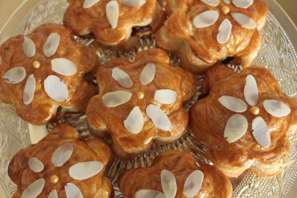 galette des rois, pommes caramelisées, amandes
