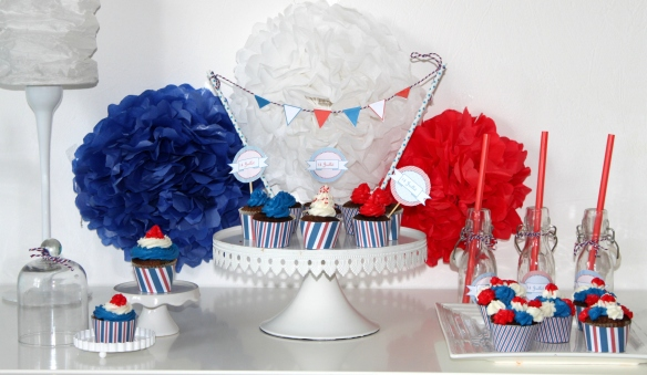 table de fête 14 juillet toppers gratuit  fanion lampion pompon