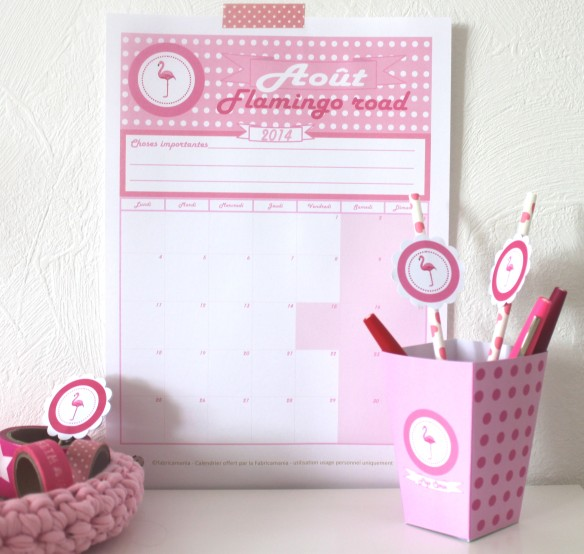calendrier août imprimable flamant rose