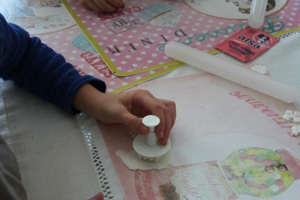 11-14-atelier-cupcakes-reine des neiges- (38)