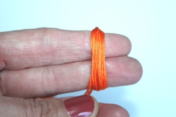 diy collier perles papier et pompon (12)