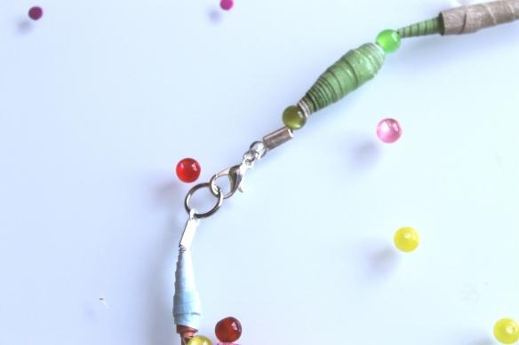 diy collier perles papier et pompon (4)