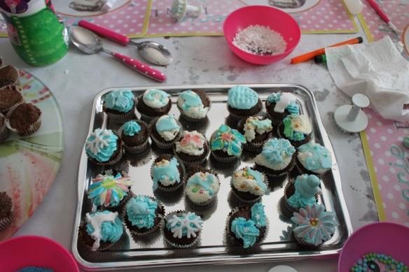 03-15-atelier-cupcake-reine-des-neiges (55)
