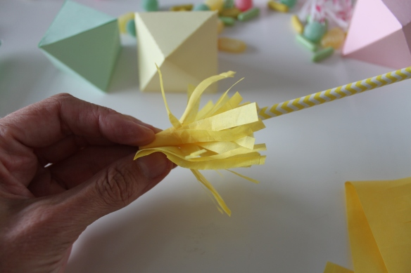 DIY-tuto-pinata-paille-sucette (22)