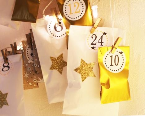 noel-calendrier-avent-etoile-dore-brillant-blanc