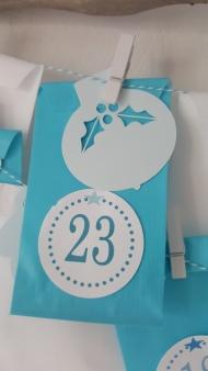 calendrier-avent-noel-surprise-noel-enfant-cadeaux-turquoise-frozen-givre-fabricamania-pochette-numeros-1-24 (10)